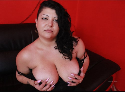 giantess queen holding BBW boobs