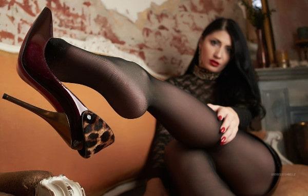 Goddess Isabelle flaunting heels