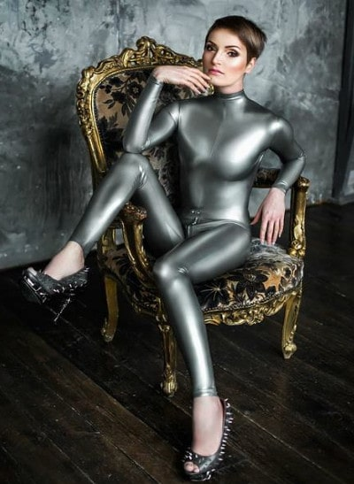 mistress latex posing sexy