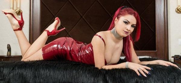 money mistress showing hot body