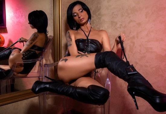 Teasing Findom Mistress – Shaking Ass, Demanding Cash