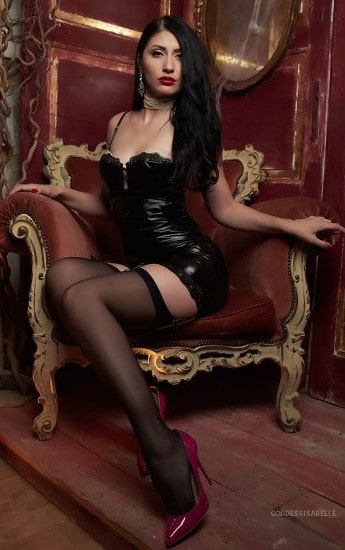 leather footdomme showing leg in stockings