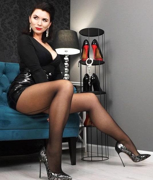 nylons mistress teasing short skirt, stockings & heels
