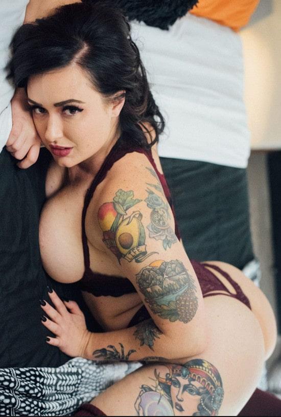curvy tattooed camgirl flashing ass in tiny thong